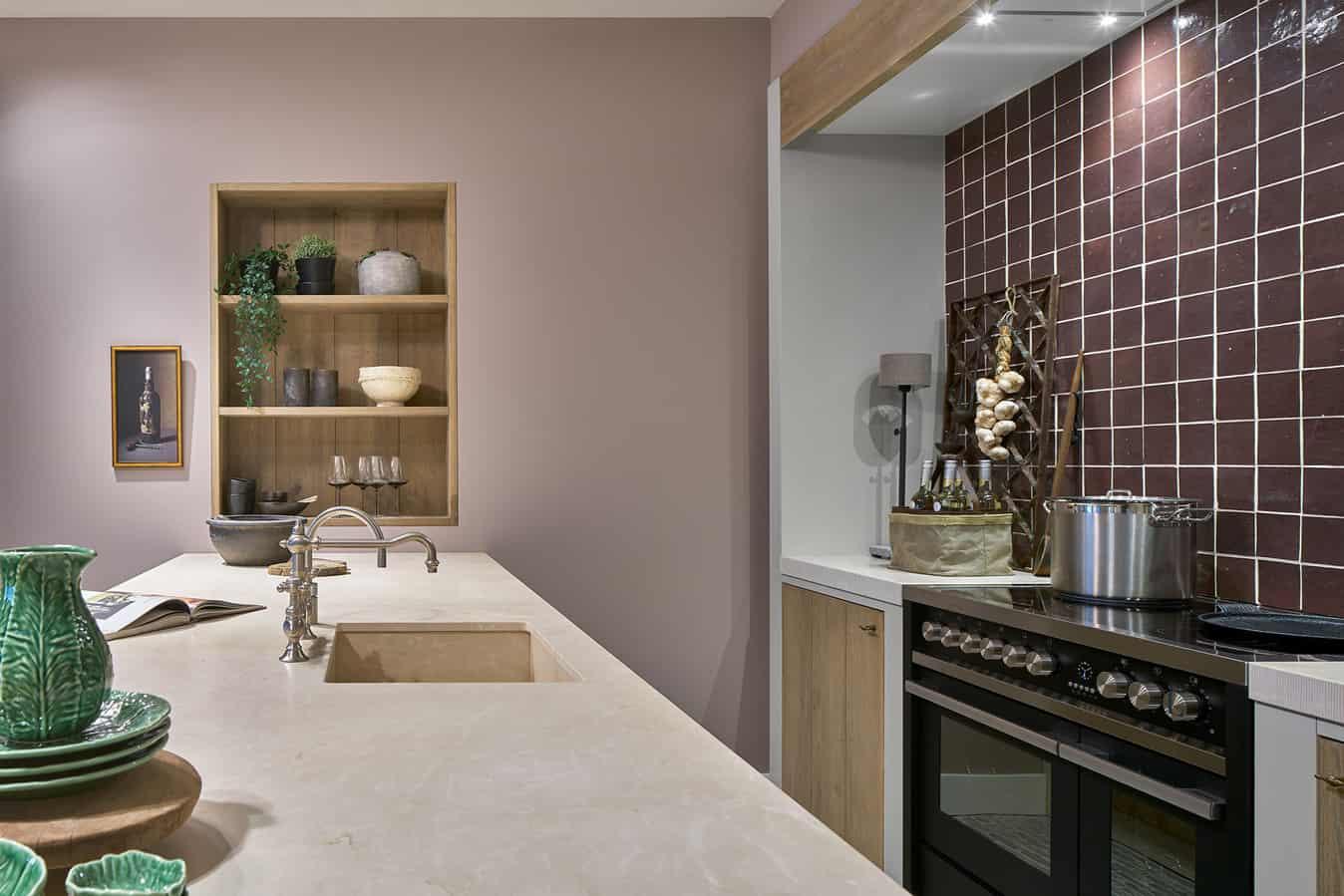 Stenen wasbak houten keuken